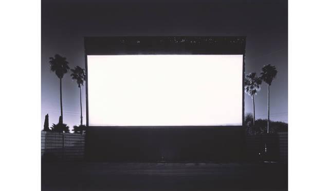 杉本博司「ローズクラン ドライブ インシアター、パラマウント」1993年/42×54cm/ゼラチンシルバープリント © Hiroshi Sugimoto / Deutsche Bank Collection