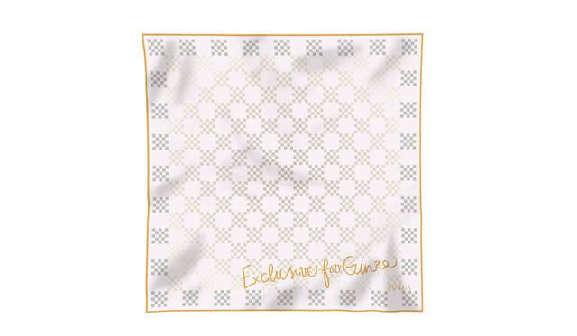 10月10日(土)から12日(月)までの三日間限定で、来店された方に先着でオリジナルシルクスカーフをプレゼント。