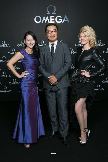 エターナルボーテ代表取締役 成瀬久美(左)、 アンカー上杉隆(中)、⼥優クララ・ボダン(右)