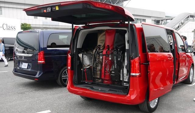 広大なラゲージスペースには、ゴルフバッグを縦に積載することも可能