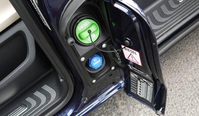 給油口は左側面にそなわる。尿素SCRの素材であるAdBlueは、ディーラーで定期的に注ぎ足しができる