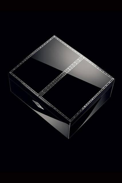 世界で5セットだけのスペシャルボックス<br /><br /> Laziz Hamani © Cartier