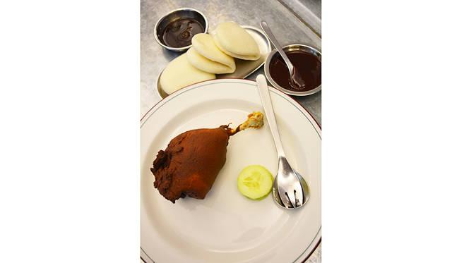 これが「Duck Bao - Twice cooked duck」。人数によってはハーフサイズをオーダーすることもできる
