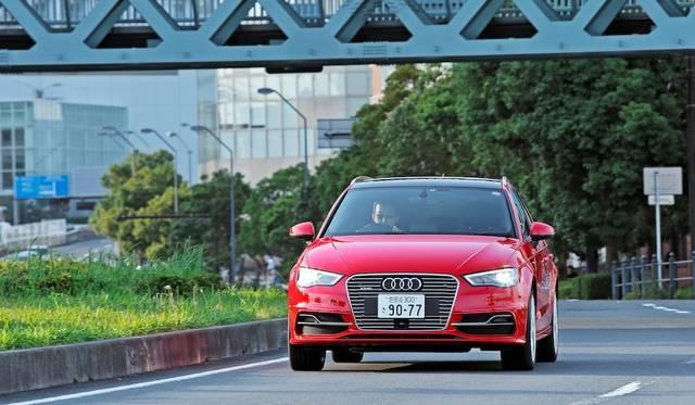 0-100km/h加速は7.6秒、モーターのみの場合0-60km/h加速が4.9秒