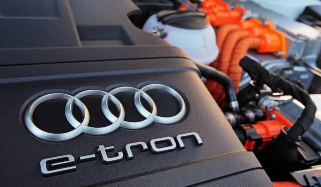 最高出力110 kW(150 ps)、最大トルク|250 Nm(25.5 kgm)を発生する1.4TFSIガソリンエンジンに、80 kW(109 ps)と330Nm(33.7 kgm)を発揮するモーターを組み合わせ、システム総合では最高出力150 kW(204 ps)、最大トルク350 Nmに達する