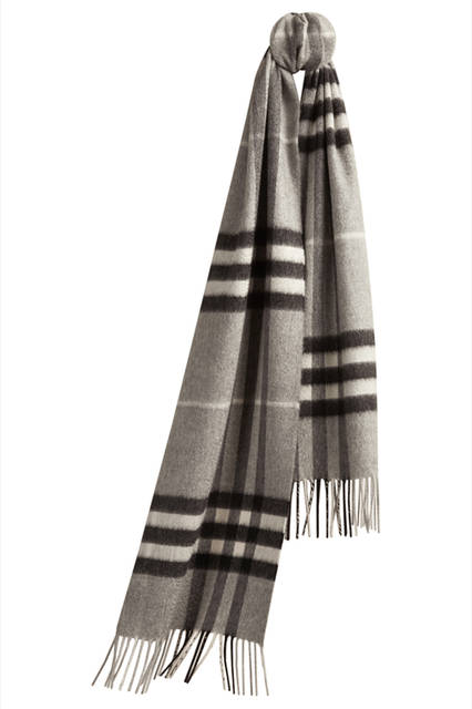 The-Classic-Cashmere-Scarf-in-Check-Pale-Grey