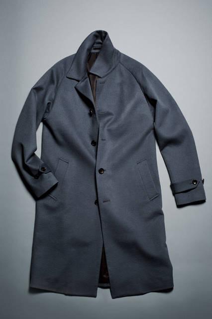 <strong> BALMACAAN COAT </strong> <br /><br /> イタリアの名門チェルッティ社のウールビーバー生地を使用したバルマカーンコート。上品な光沢を放つこのコートは、生地のよさを最大限に際立たせるミニマルなデザインが特徴。リラックス感のあるラグランスリーブとシェイプのないゆるやかなAラインのシルエットが今シーズンの気分を表現している。 <br /><br /> カラー|BLUEGRAY, BLACK, ORANGE <br /> 素材|毛(100%) <br /> サイズ|44〜50 <br /> 12万円※税抜価格