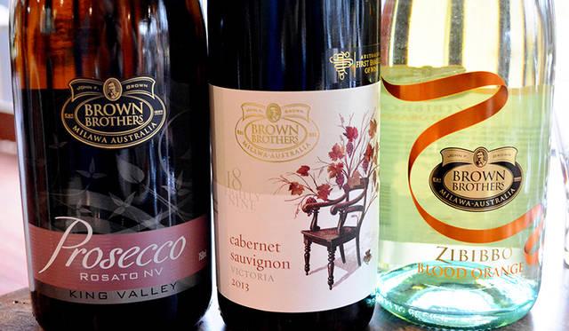 シャルドネ、シラーズ、カベルネにくわえ、イタリア系などおよそ30種類のブドウ品種を使用