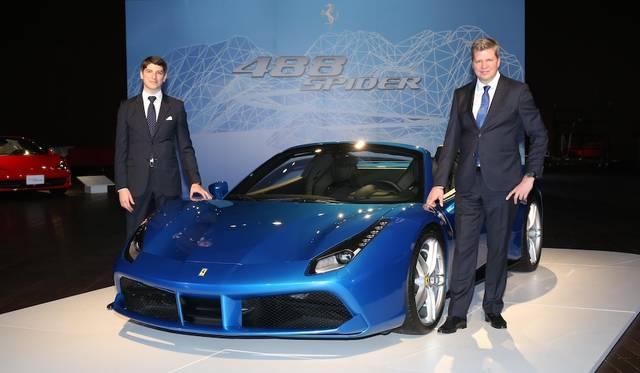 左はフェラーリ ジャパン&コリア代表取締役社長リノ・デパオリ氏、右はフェラーリ極東エリア統括マネージングディレクターのディーター・クネヒテル氏