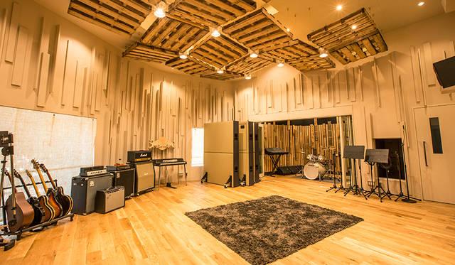 坂本龍一氏が『母と暮せば』のために作曲をおこなったレッドブル・スタジオ東京