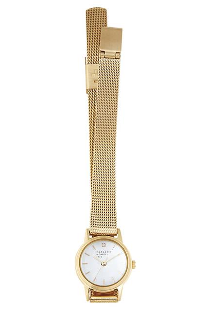12時の位置にあしらったダイヤモンドとゴールドのメタルバンドが華やかな印象。電池が不要なソーラーテック機能を採用。腕時計4万3200円
