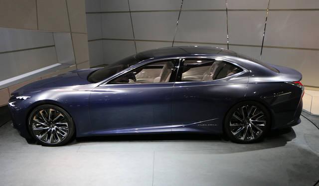 今後のレクサスデザイを示唆するコンセプトカーとして登場。パワートレーンには燃料電池(FCV)を採用する