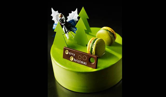 """<h2 class=""""cnt_subtitle"""">PATTISSIER ES KOYAMA パティシエ エス コヤマ</h2>  華やかな和を感じさせる味わいの「抹茶とパッションのお菓子」。パッションフルーツをプラスしたヘーゼルナッツのプラリネと、抹茶ガナッシュを2トーンに仕立てたショコラをアレンジ。鮮やかな緑の抹茶ババロアには、ホワイトチョコレートを隠し味に用い抹茶の香りと苦みに奥行きをもたせた。さらにトロピカルな酸味のムース オ パッション、ナッツのまろやかさをより際立たせるダックワーズノワゼットなどを重ね、甘み、苦み、酸味が絶妙なバランスを紡ぐ。  <br /> <br />  <strong>「抹茶とパッションのお菓子」</strong><br /> 価格 4536円(直径15センチ)<br /> 予約期間 12月18日(金)まで<br /> 引渡期間 12月20日(日)~25日(金)<br /> 引渡場所 エスコヤマ ギフトサロン「KOYAMA EX!」(12月20日・21日)<br /> 「FRAME」正面ウッドデッキ特設会場(12月22日〜25日)<br /> 予約方法 電話、エスコヤマ ギフトサロン「KOYAMA EX!」、ウェブサイト<br /> <br /> <div class=""""article-contact""""> <div class=""""article-contact-head"""">問い合わせ先</div> <div class=""""article-contact-deta""""> <p class=""""article-contact-name"""">パティシエ エス コヤマ</p> <p class=""""article-contact-tel""""><span class=""""text-freedialicon"""">0120-931-395</span></p> <p class=""""article-contact-tel"""">Tel. 079-564-3392(携帯・PHS)</p> <p class=""""article-contact-url"""">http://www.es-koyama.com</p></div> </div>"""
