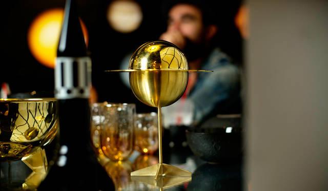 土星をモチーフにしたシュガーボックスは、テーブルに華を添えるオブジェに最適。お菓子などを入れても