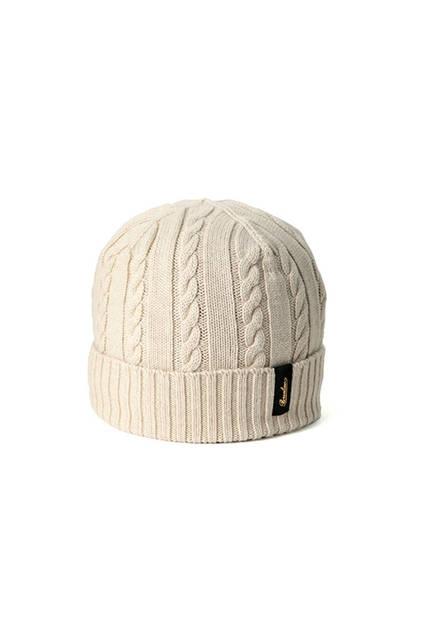 ケーブル編みのベージュ。専用箱付き。価格1万9440円