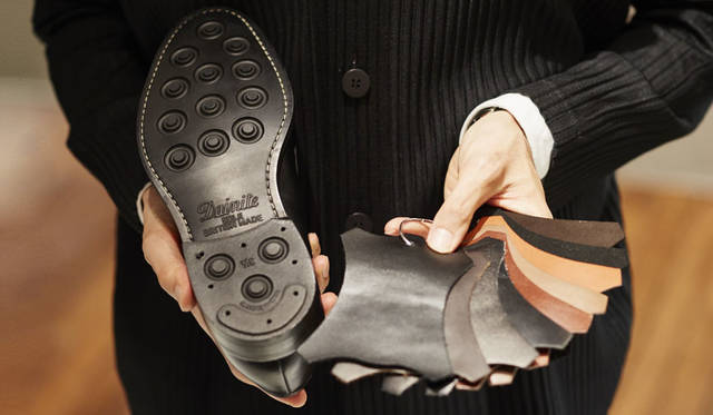 <strong>ISETAN MEN'S|イセタンメンズ</strong><br />パーソナルオーダーができる「大塚製靴オーダー祭」開催 今回のパーソナルオーダーでは、ソールの選択はもちろん、豊富な皮革を用意。さらに、仏・アノネイ社の染色していないクラストレザーを使った手染め(ペインティング)もOK!