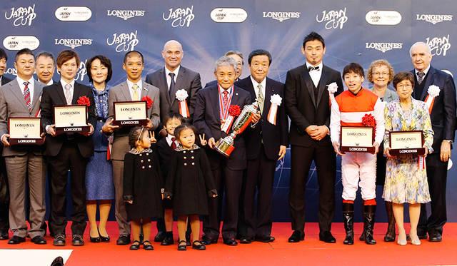 ジャパンカップ表彰式。プレゼンターにラグビー日本代表 五郎丸歩選手が駆けつけた。