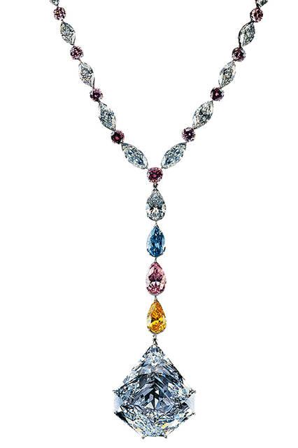 <strong>ザ・パラゴン</strong><br /> 素材 ヘプタゴン・カットのダイヤモンド(137.82ct)