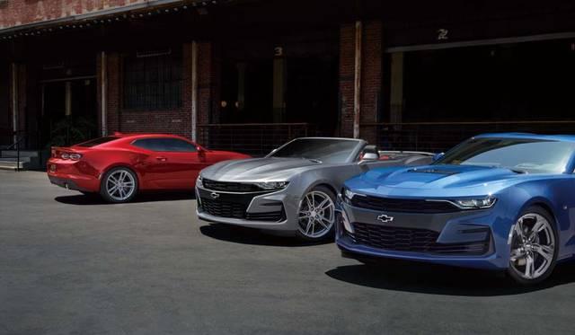 Chevrolet Camaro LT RS シボレー カマロ LT RS(左)<br>Chevrolet Camaro Convertible シボレー カマロ コンバーチブル(中)<br>Chevrolet Camaro SS シボレー カマロ SS(右)