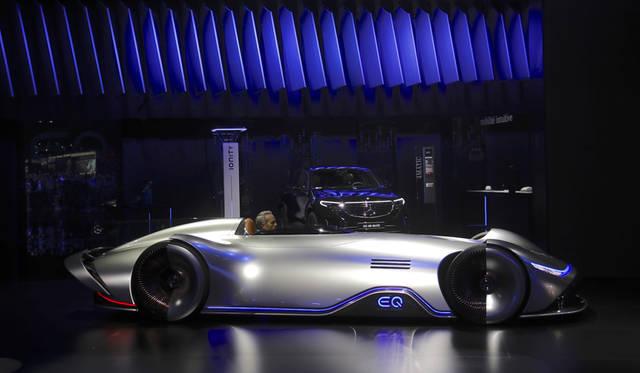 Mercedes-BenzVision EQSilver Arrow