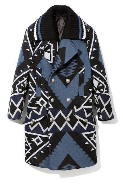 ナバホ柄のジャカードデザインを施したコート。襟元には取り外し可能のリブが付いて、カジュアルな遊び心をプラス。インパクト抜群の一着は、ディーゼル ブラック ゴールドでしか表現できない逸品。コート12万5000円(ディーゼル ブラック ゴールド)