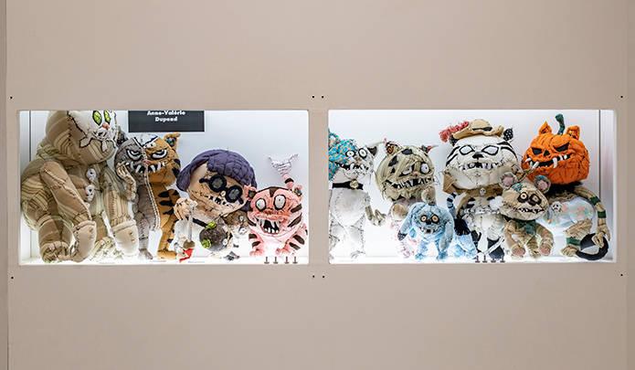 動物の剥製を模した布製オブジェ製作やアンダーカバーとのコラボレーションなどで日本でもファンの多いテキスタイル彫刻家アン・ヴァレリー・デュポンのぬいぐるみ&BE@RBRICK(発売時期未定)。手作り感を大胆に残した独特の世界観は、一度ハマるとやみつきになりそう。© MAMES