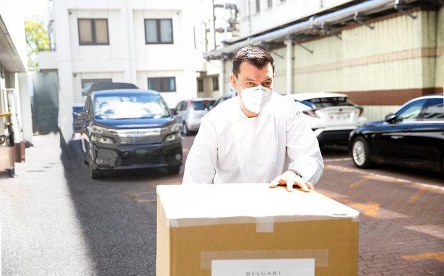 ブルガリ 国立国際医療研究センターにてお弁当を運ぶ ルカファンティン