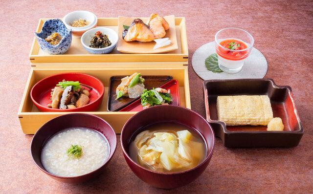 「山の朝食」