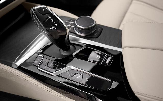BMW 530e xDrive セダン インテリア