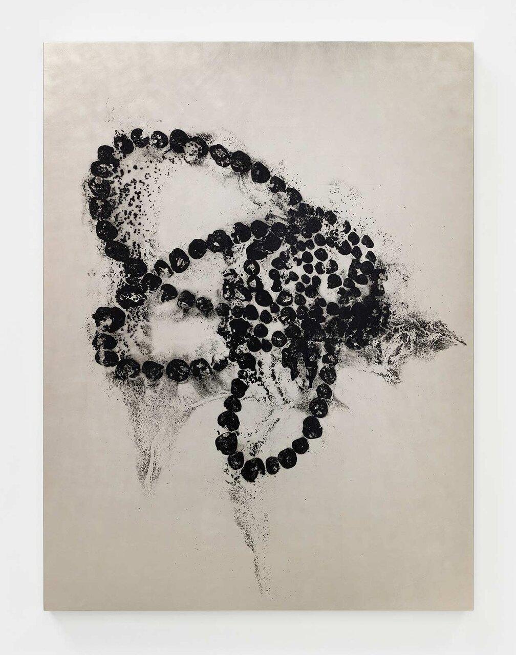 Jean-Michel OTHONIEL Kiku Chrysanteme, painting on canvas, black ink on white gold leaf, 164 x 124 x 5 cm © Jean-Michel Othoniel / JASPAR, Tokyo 2020 Photo: Claire Dorn /Courtesy of the artist and Perrotin