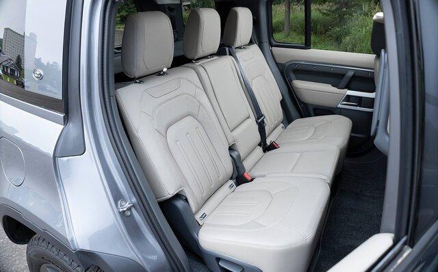 オンロード性能とオフロード性能を見事に両立──新型ディフェンダーに試乗|Land Rover