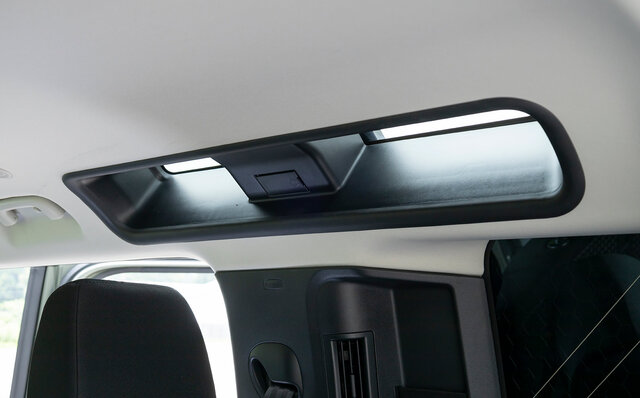 オンロード性能とオフロード性能を見事に両立──新型ディフェンダーに試乗 Land Rover