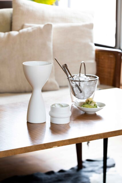 神棚に使用する神具にも。特別な白磁による酒器シリーズ「白面」|BAR BAR