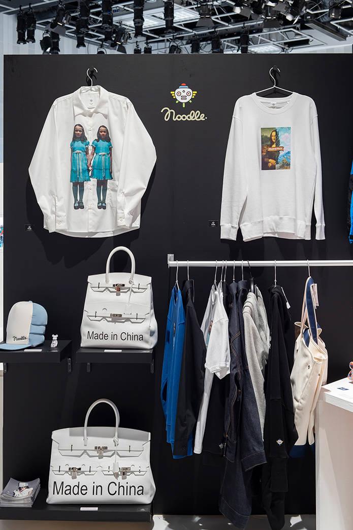 アートディレクター田中秀幸とスタイリスト飯嶋久美子による実験的ファッションプロジェクト「Noodle.」。昨年話題を集めた<PREMIUM ERROR COLLECTION>に続いて、今年は映画「シャイニング」の双子をモチーフにしたシャツ、ダ・ヴィンチとゴッホのハーフ&ハーフなロンTなど、またまた攻めたアイテム揃い(発売時期未定)。