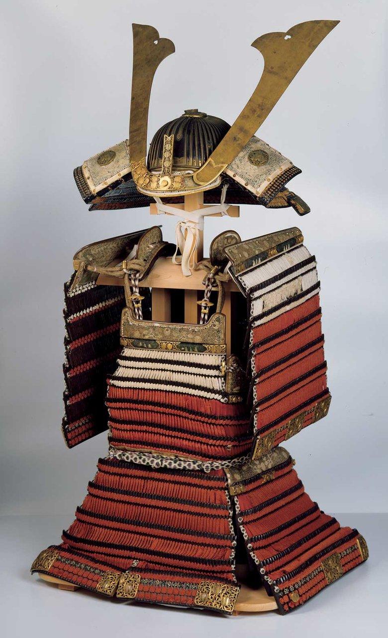 重要文化財 赤糸威肩白鎧 室町時代・15~16世紀 前期展示(1/15~2/9) 島根・出雲大社蔵。