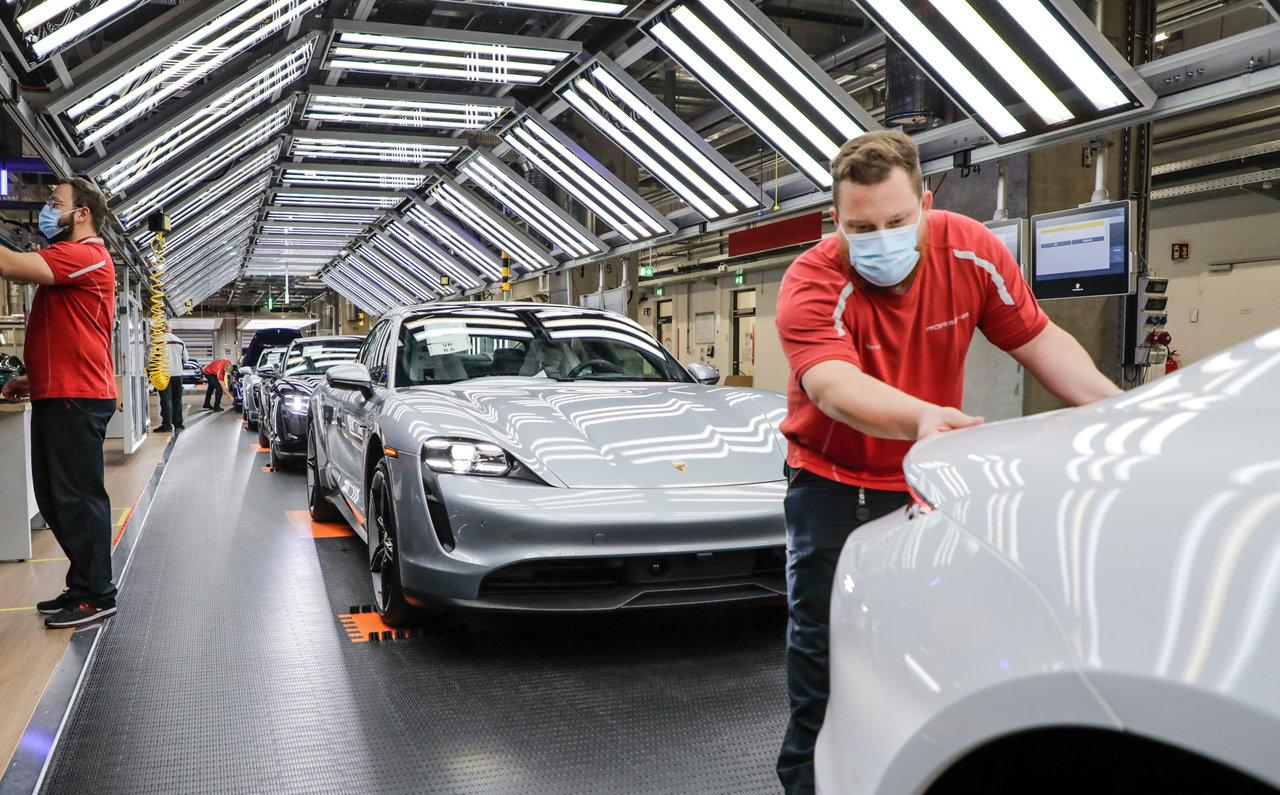 スポーツカーの生産を再開