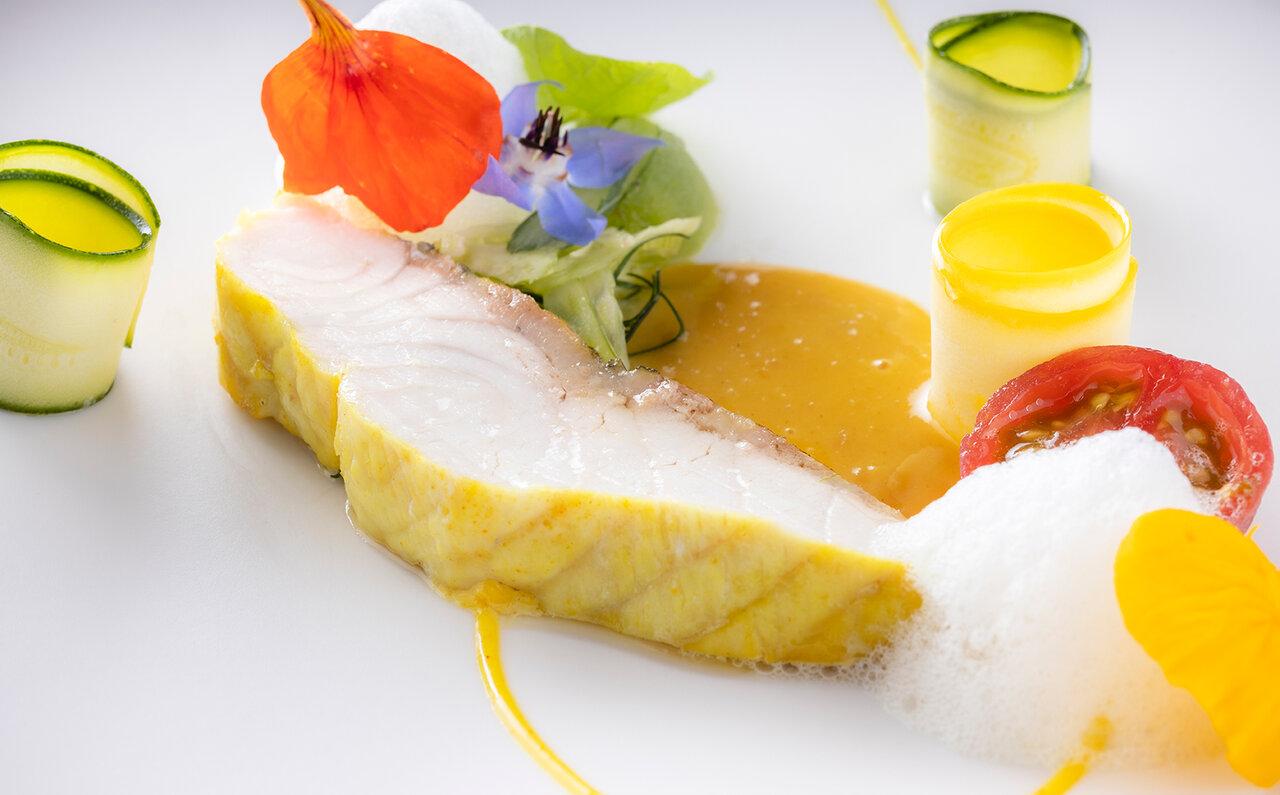 魚料理 蝶鮫のポワレ ソースロワイヤル