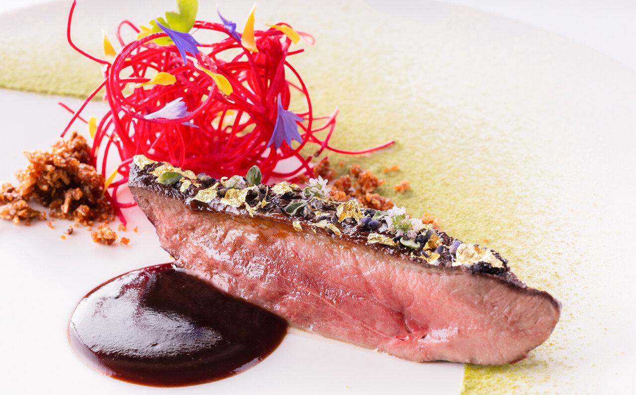 肉料理 鴨のロティ ラベンダーソース