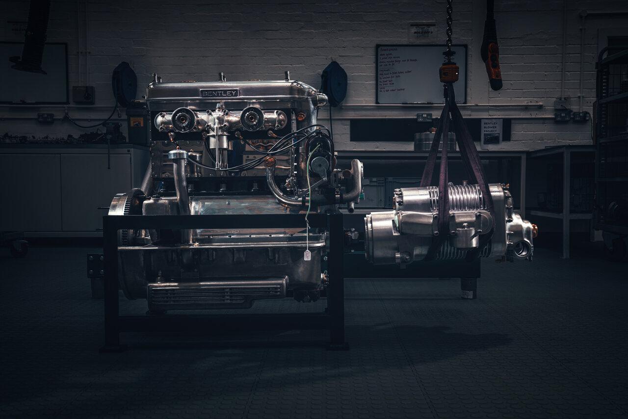 エンジンとスーパーチャージャー