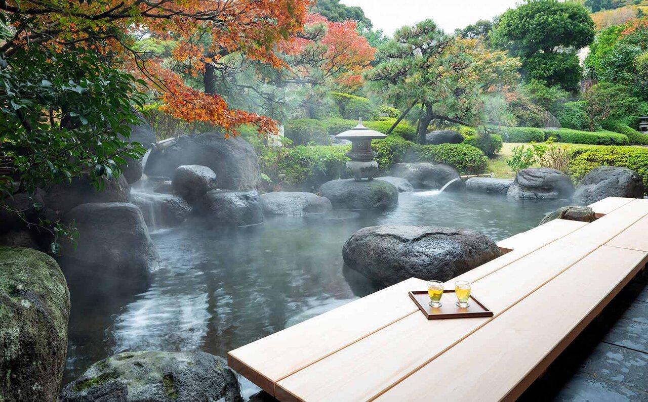 界 伊藤 日本庭園と足湯