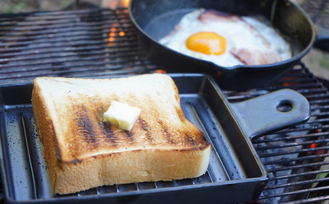 直火と遠赤外線効果で極上のトーストをつくる、パン専用の陶器プレート|Cook very