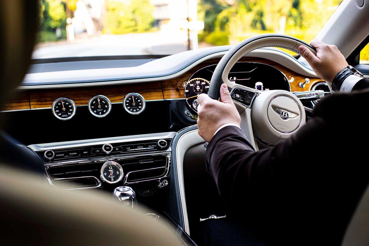 ライフアチーバーが語るベントレーの魅力──富田大介先生×ベントレー フライングスパー Bentley