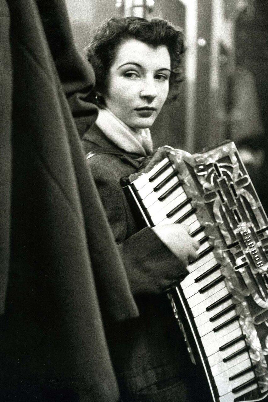 パリと音楽をテーマとした写真家ドアノーの展覧会が開催