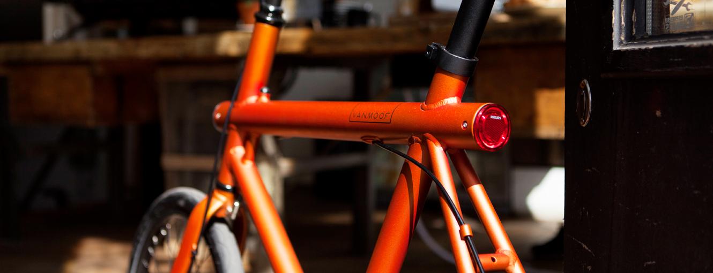 多くのVANMOOFの自転車がフレームにライトとテールランプを内蔵