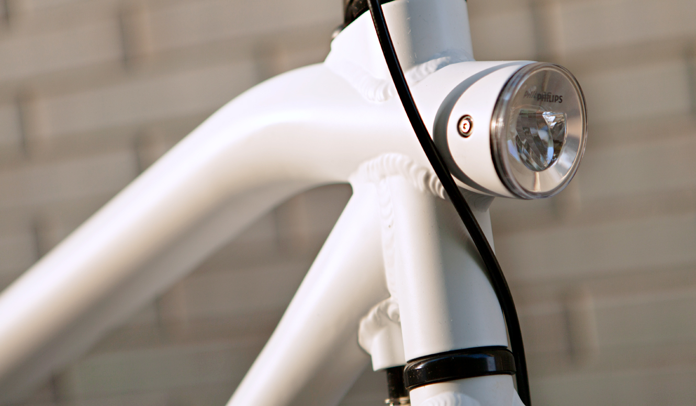 VANMOOFの自転車に搭載されたLEDライト