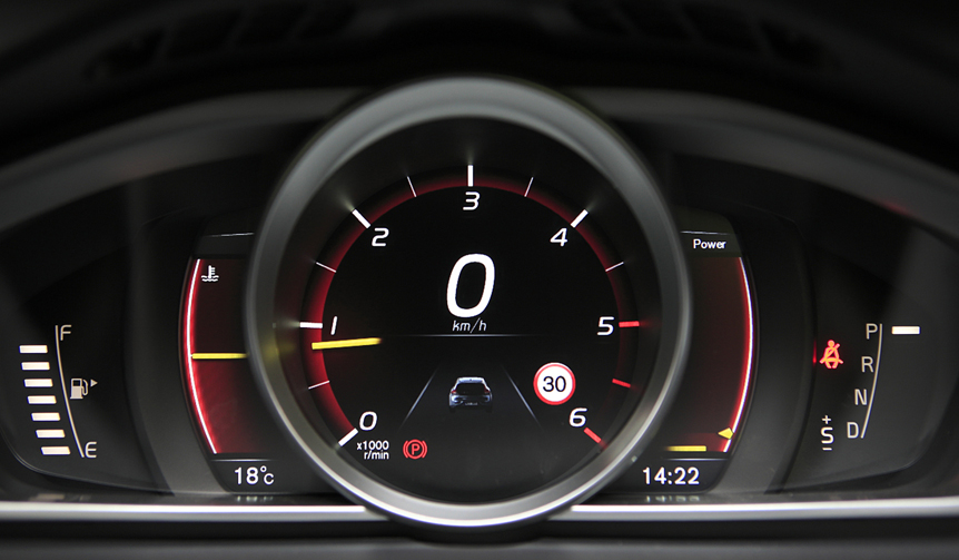 Volvo V40 D4|ボルボ V40 D4