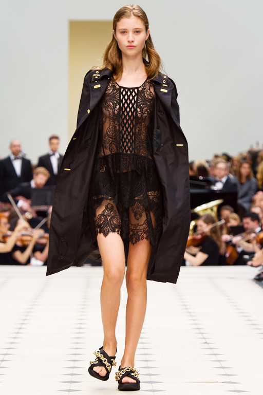 Burberry-Womenswear-S_S16-Collection---Look-1