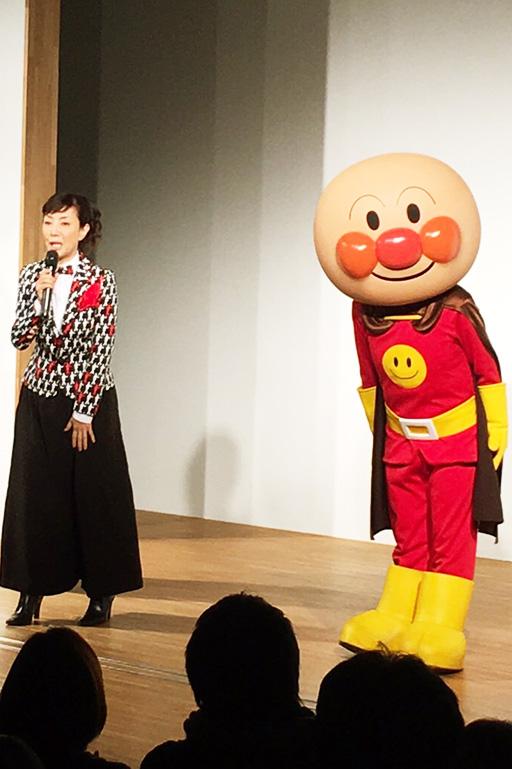 215_001戸田恵子、2016年も歌い、踊る!
