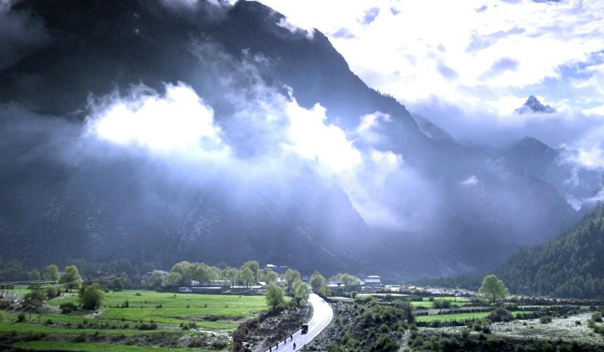 『ラサへの歩き方〜祈りの2400km』 PATHS OF THE SOUL
