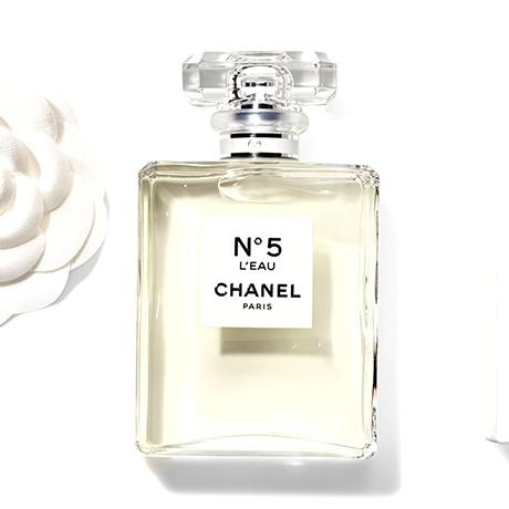 best sneakers cef7c 752f2 シャネルの香水「N°5」から新作「N°5 ロー」が誕生 CHANEL ...